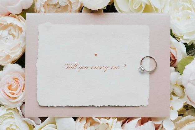 Modello di biglietto d'invito per matrimonio floreale
