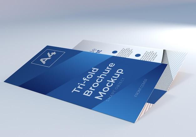 Mockup di carta pieghevole per brochure a tre ante a4