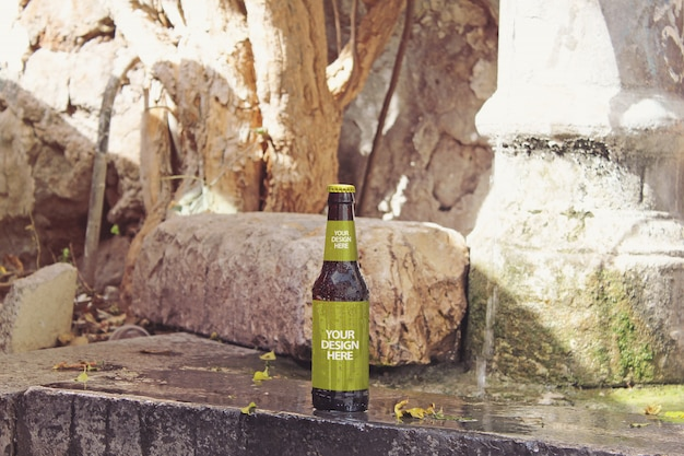 Mockup di birra alla fontana