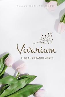 Cornice di tulipani delicati con mockup di posto