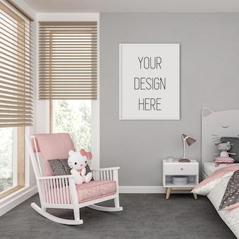 Mockup di cornice nella camera dei bambini con cornice verticale bianca
