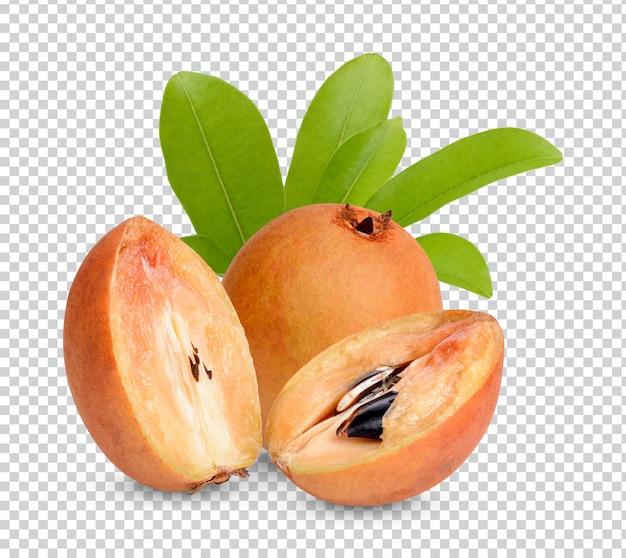 Sapodilla fresca con foglie isolate