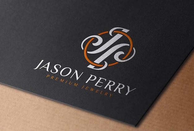 Mockup con logo a colori stampato su carta di carta nera