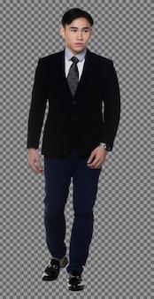 L'uomo d'affari degli anni '20 a figura intera indossa un abito formale con i capelli neri e guarda la telecamera, isolata. maschio muscoloso della pelle abbronzata che cammina verso il segno di successo, fondo bianco