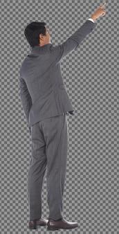 Corpo a figura intera anni '50 anni '60 uomo d'affari indossa un abito formale grigio e punta il dito verso il cielo, isolato. pelle abbronzata anziano anziano maschio indiano gira indietro vista laterale posteriore, sfondo bianco