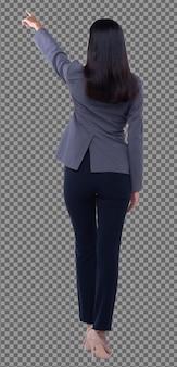 Vista posteriore della parte posteriore del corpo integrale, anni '20 asian business woman intelligente in pantaloni tuta blazzer grigi, isolati. la ragazza con la pelle abbronzata ha i capelli neri lunghi e lisci puntano il dito in aria su sfondo bianco studio
