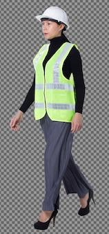 Figura intera di 40s 50s asiatica lgbtqia+ donna ingegnere cliente indossare elmetto di sicurezza tuta. la femmina cammina magra in modo intelligente e gira a sinistra a destra vista su sfondo bianco isolato Psd Premium
