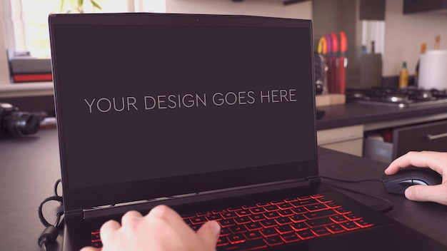 Mockup di display per laptop da gioco