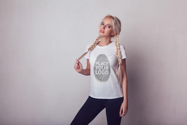 Ragazza t-shirt mock-up