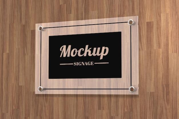 Mockup di logo segno di vetro attaccato sulla parete
