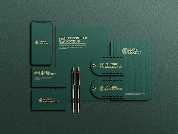 Modello di cancelleria scuro di colore verde