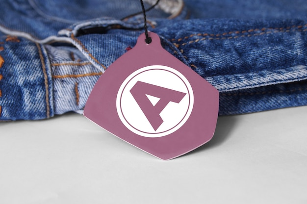 Appendi il mockup del logo del tag per i jeans