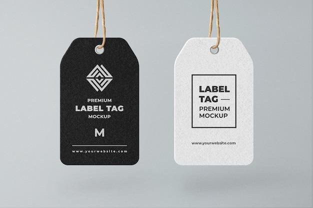 Mockup di etichetta tag appeso in bianco e nero minimalista