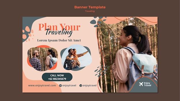 Modello di banner orizzontale per zaino che viaggia con la donna