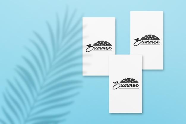 Mockup di carte estive di instagram story con foglie ombra su un muro