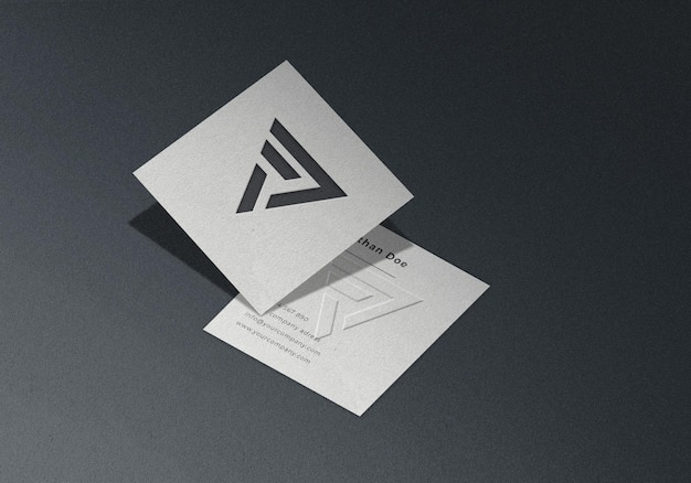 Mockup di biglietto da visita quadrato in rilievo realistico isometrico