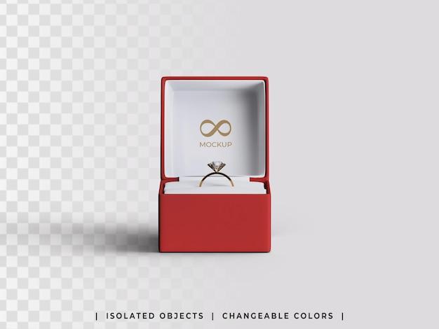 Modello di scatola di proposta regalo di gioielli con vista frontale dell'anello d'oro isolata