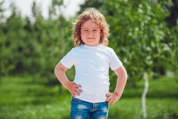 Tshirt per bambini mockup design