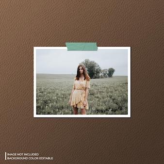 Mockup fotografico con cornice di carta orizzontale