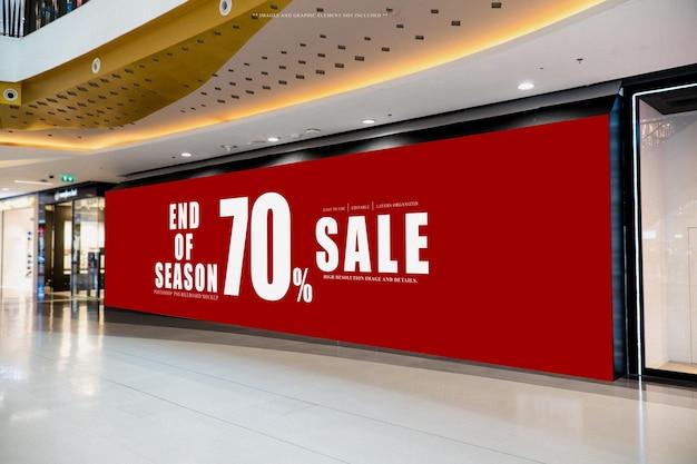 Grande display mockup tabellone per le affissioni nel centro commerciale