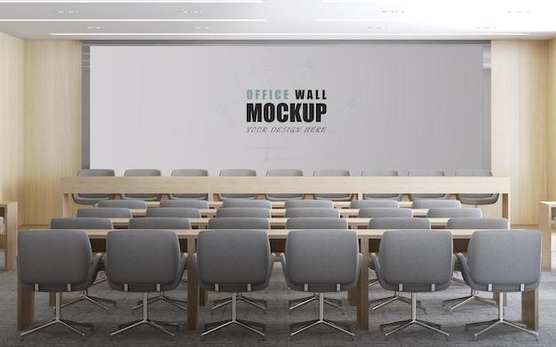 Ampia hall con mockup a parete dal design semplice e moderno