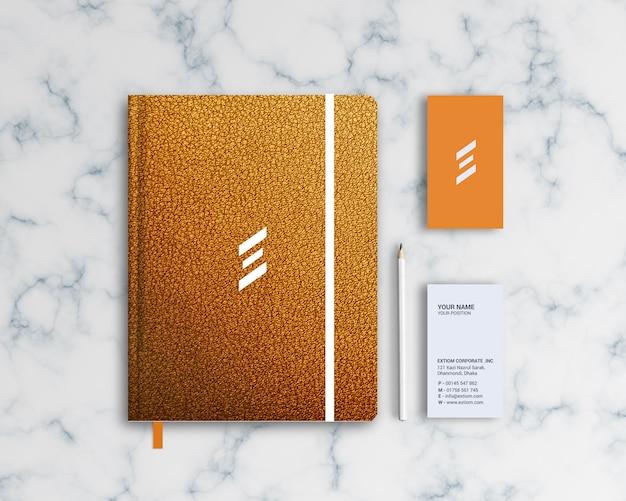 Modello di mockup di design per notebook in pelle in stile