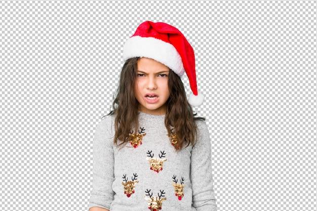 Bambina che celebra il giorno di natale che grida molto arrabbiato e aggressivo.