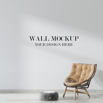 Mockup di parete del soggiorno con sedia morbida all'interno
