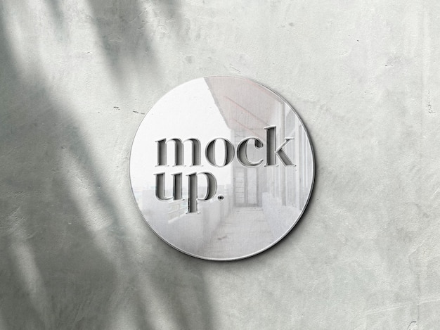 Mockup in metallo con logo sul muro realistico