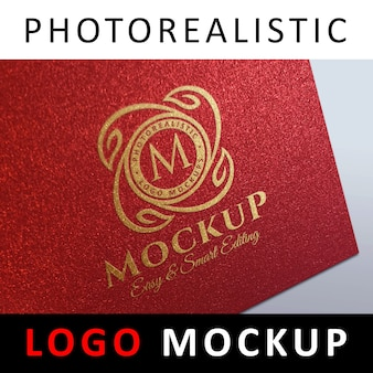 Logo mock up - logo in metallo dorato su cartoncino rosso