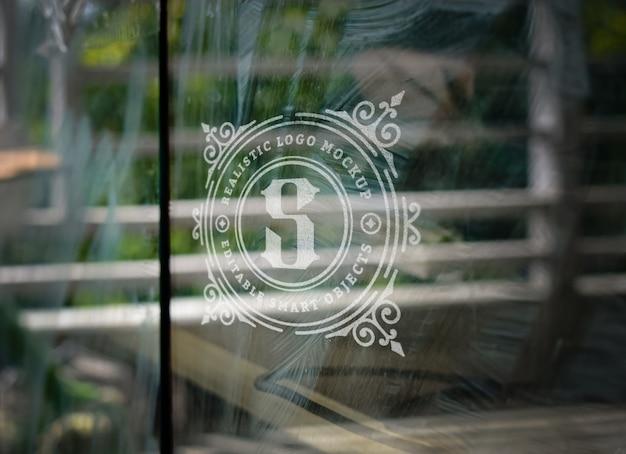 Mockup di logo su vetro