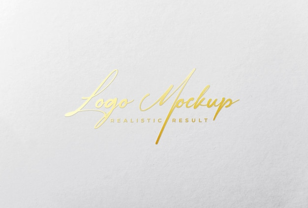 Logo mockup logo stampato in lamina d'oro su carta bianca
