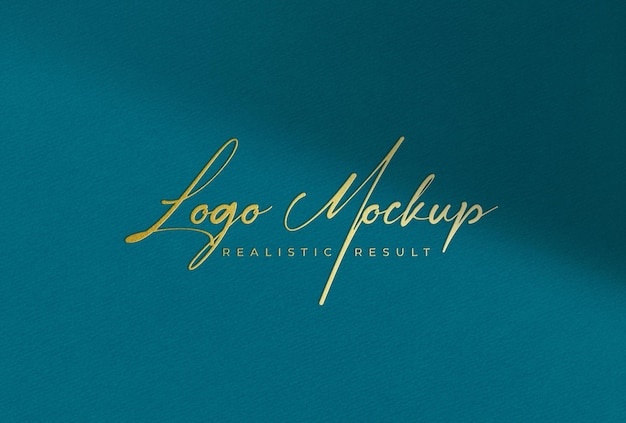 Logo mockup logo dorato su carta colorata teal