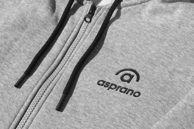Logo mockup giacca sportiva grigia ricamata