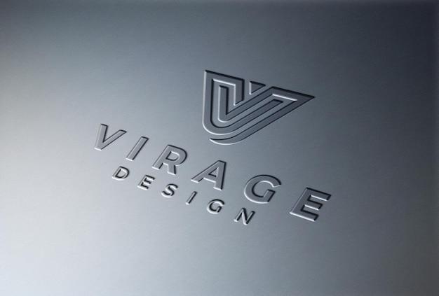 Logo mockup logo modellato su superficie metallica liscia Psd Premium