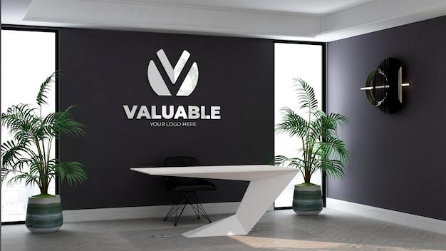 Logo mockup nell'addetto alla reception dell'ufficio con interni dal design minimalista ed elegante