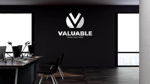 Mockup del logo sul posto di lavoro dell'ufficio