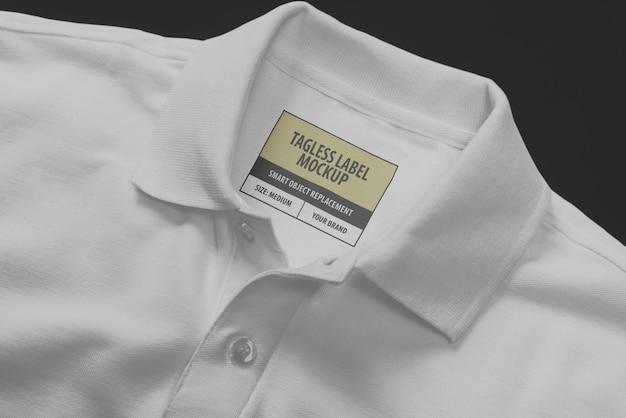Etichetta sul collo della polo con logo mockup