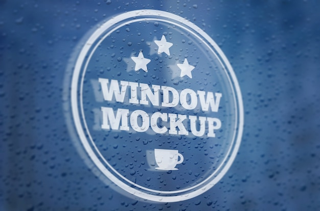 Logo mockup su una finestra piovosa