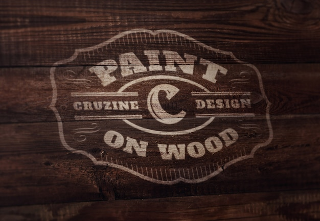 Modello di logo o testo mockup - vernice su legno