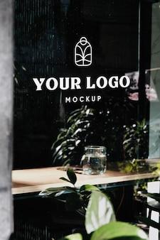 Logo sulla finestra mockup