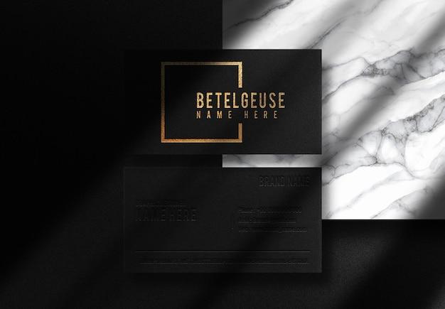 Mockup vista dall'alto biglietto da visita goffrato oro betelgeuse di lusso con podiu . in marmo