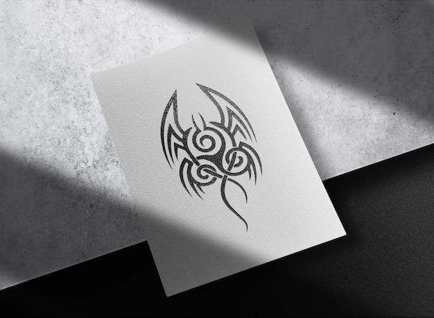 Mockup di carta goffrata nera di lusso