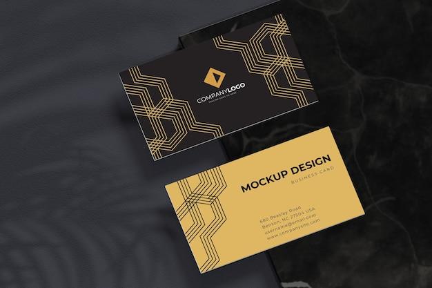 Mockup di design di biglietti da visita di lusso nero e oro