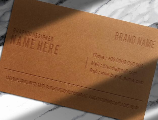 Mockup di carta goffrata in carta marrone di lusso