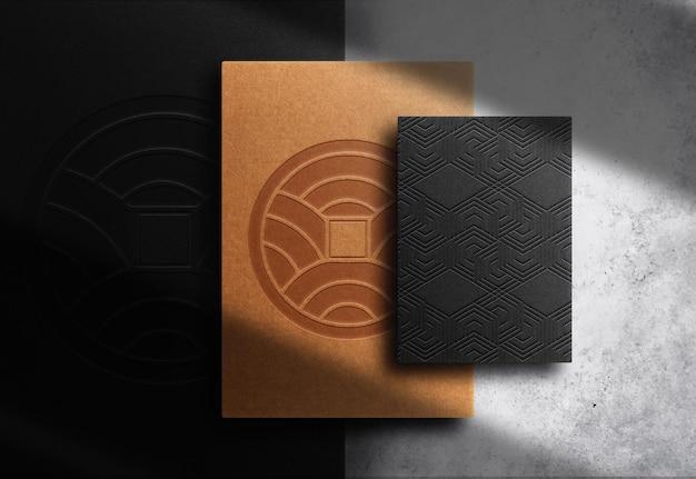 Mockup di vista prospettica in carta goffrata di carta marrone di lusso