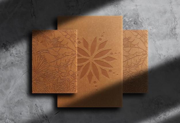 Carta marrone di lusso goffrata carta vista dall'alto mockup