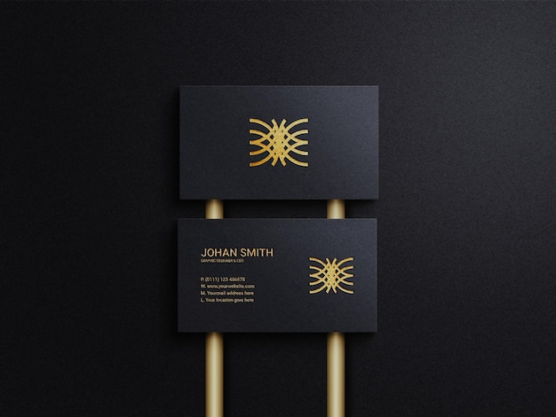 Biglietto da visita lussuoso ed elegante con sfondo di colore scuro