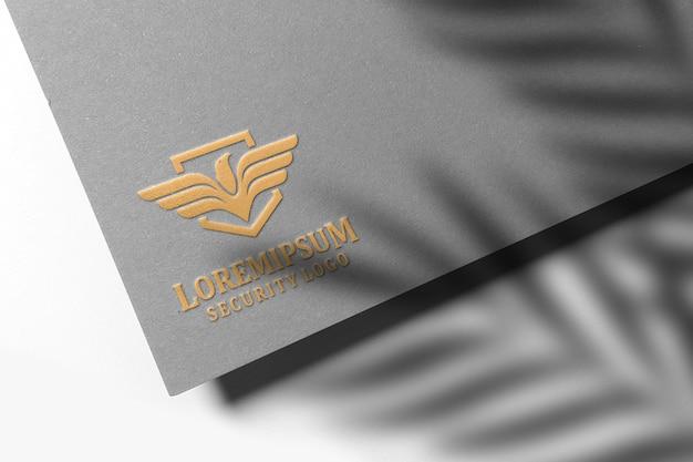 Modello in oro goffrato di lusso su carta