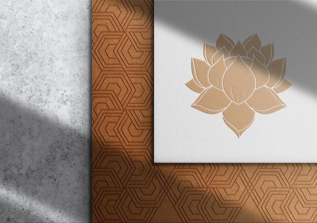 Mockup con logo in rilievo di lusso